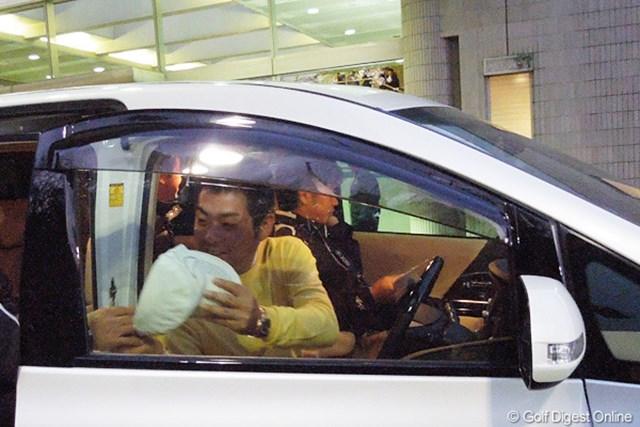 開幕前日のプロアマ戦を終え、自身が運転する車でコースを離れた池田勇太。
