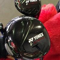 石川遼のキャディバッグに入っていた黒いヘッドのドライバーと5番ウッド 2012年 ツアーギアトレンド ヨネックス 新ドライバー&フェアウェイウッド