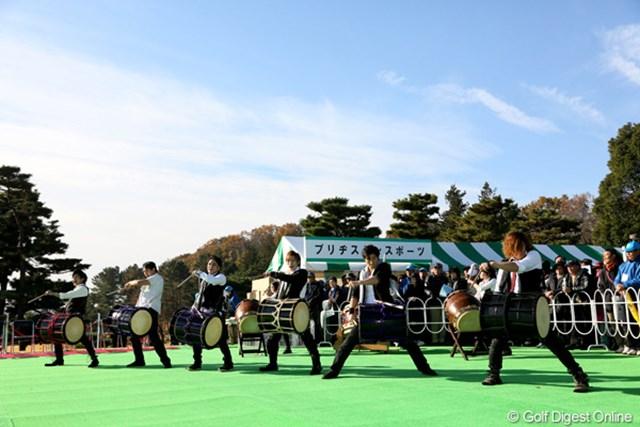 和太鼓の演奏で日本シリーズのオープニングセレモニー開始