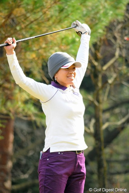 2012年 国内女子ファイナルQT 最終日 大山志保 ホールアウト直後は来季の出場をあきらめていたが、各選手スコアが伸ばせず39位まで順位を上げた大山志保。