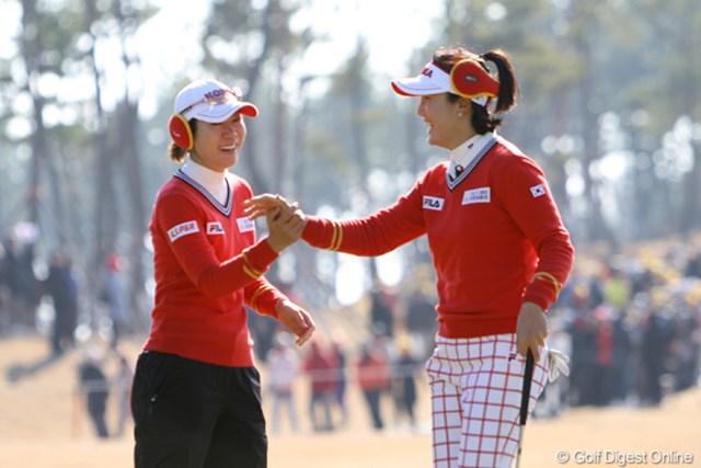 2012年 日韓女子プロゴルフ対抗戦 初日 李知姫&全美貞 日本ツアーでもおなじみの2人。仲の良さを発揮して日本チームを撃破。