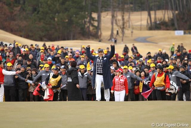 2012年 日韓女子プロゴルフ対抗戦 最終日 成田美寿々 最終組の最終ホール、申智愛を食うスーパーショットで締めくくった成田美寿々