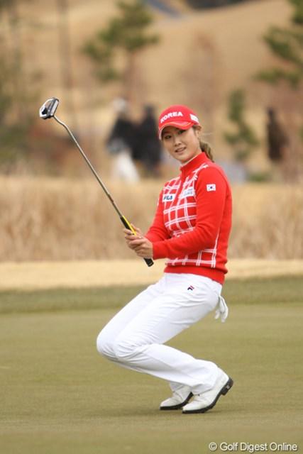 2012年 日韓女子プロゴルフ対抗戦 最終日 キム・ハヌル 今年、2年連続韓国ツアーの賞金女王に輝いたキム・ハヌル。プレー中に見せる笑顔が好印象