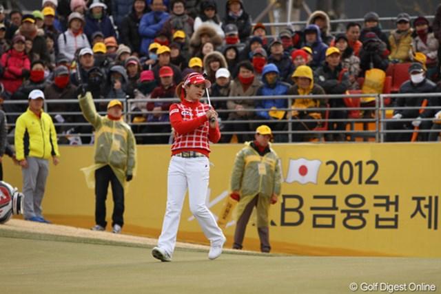 小柄ながら、韓国女子ツアーで飛距離トップのヤン・スジン。昨日は森田理香子と回ったが、森田より飛ばしていた。