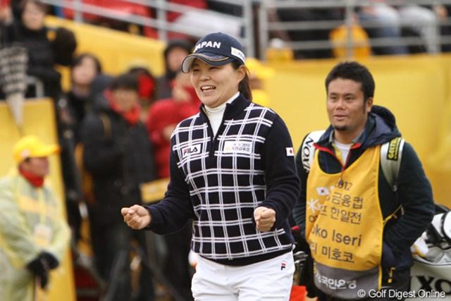 2012年 日韓女子プロゴルフ対抗戦 最終日 井芹美保子 こういうガッツポーズを見られるのが、団体戦の良いところ。