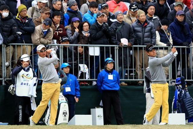 「ゴルフ日本シリーズJTカップ」ドライビングレンジでの一コマ。やはり2人は相性バッチリ!?