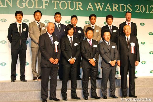 各賞を受賞した選手たちが壇上に集合し記念撮影