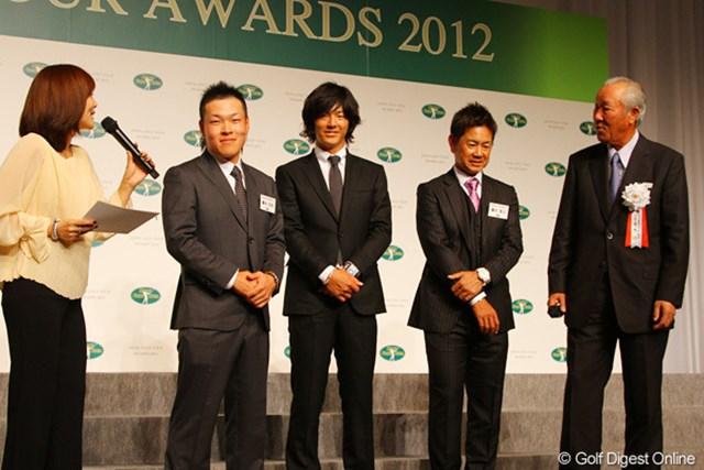 歓談中に青木功も壇上し、藤本佳則、石川遼、藤田寛之にアドバイスを送った
