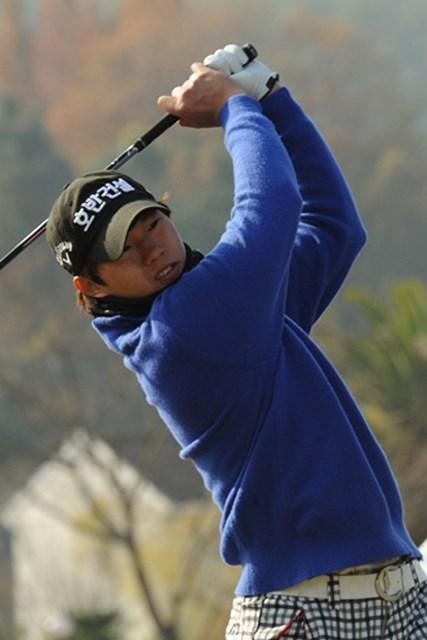 韓国出身の20歳、李がトップ通過を果たした。