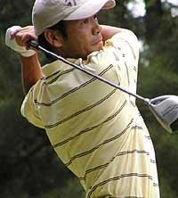 福沢義光、気合いのイーグルで逆転初優勝を飾った。