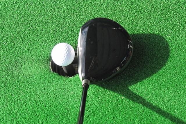 新製品レポート グローブライド オノフ ドライバー タイプS(2013年モデル) NO.2 小ぶりなオーソドックスなヘッド形状で構えやすい
