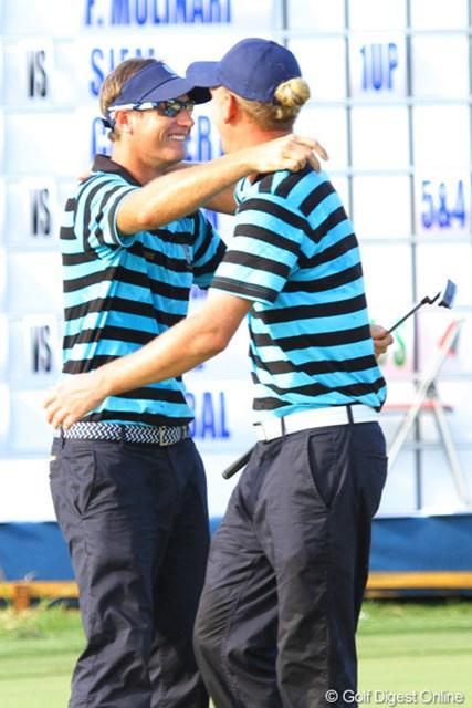 2012年 ザ・ロイヤルトロフィ 初日 ニコラス・コルサート&マルセル・シーム 勝ち点1をもたらし、抱き合う欧州のイケメンコンビ