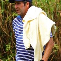 バスタオルですよ。それ。暑いけど。 2012年 ザ・ロイヤルトロフィ 2日目 ホセ・マリア・オラサバル