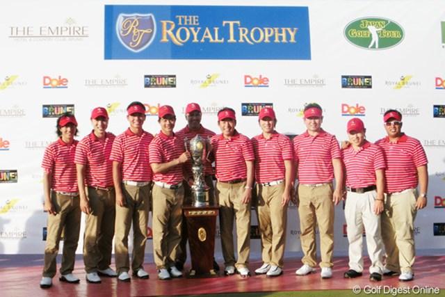 2012年 ザ・ロイヤルトロフィ 最終日 アジア選抜 プレーオフで欧州選抜を破り、3大会ぶりのロイヤルトロフィを獲得したアジア選抜チーム