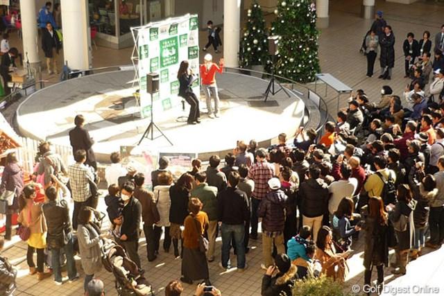 午前はたまプラーザでのイベント。多くの観客が足を止めていた