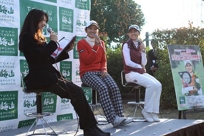 仲良しの桒原えりかとのトークショーは、本人も「楽しかった」とご満悦。なかなかこの2人のトーク、面白かったですよ 2012年 トークショー&レッスン会 斉藤愛璃&桒原えりか
