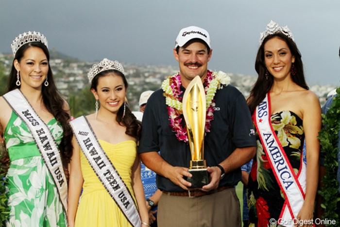 J.ワグナーは昨年、開幕前からチョビ髭をたくわえて優勝。美女たちに囲まれながら通算3勝目を喜んだ。 2013年 ソニーオープンinハワイ ジョンソン・ワグナー 事前情報
