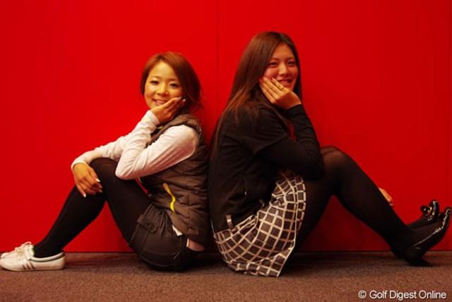 新規契約をかわし今季は「Kappa」のウェアで戦う林綾香(左)と渡邊彩香