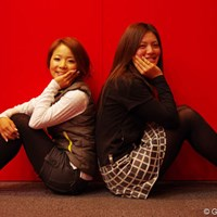 新規契約をかわし今季は「Kappa」のウェアで戦う林綾香(左)と渡邊彩香 2013年 ホットニュース 林綾香 渡邊彩香