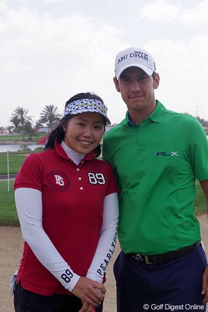 2013年 アブダビHSBCゴルフ選手権 プロアマ戦 マッテオ・マナッセロ&当選者の藤沢美紀さん 好青年のマッテオ・マナセロ。当選者の藤沢さんにとっても、貴重な思い出となったことだろう。
