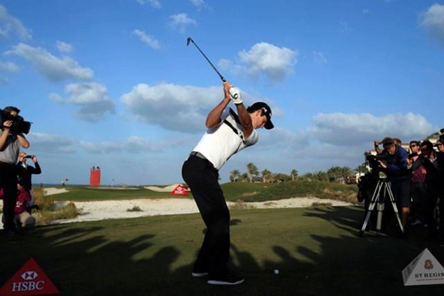 2013年 アブダビHSBCゴルフ選手権 ジャスティン・ローズ サディヤットビーチGCでターゲットチャレンジに挑むジャスティン・ローズ