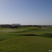 絶好の天気の下でリンクスコースを体験できるのがヤス・リンクスだ 2013年 アブダビHSBCゴルフ選手権 ヤス・リンクス