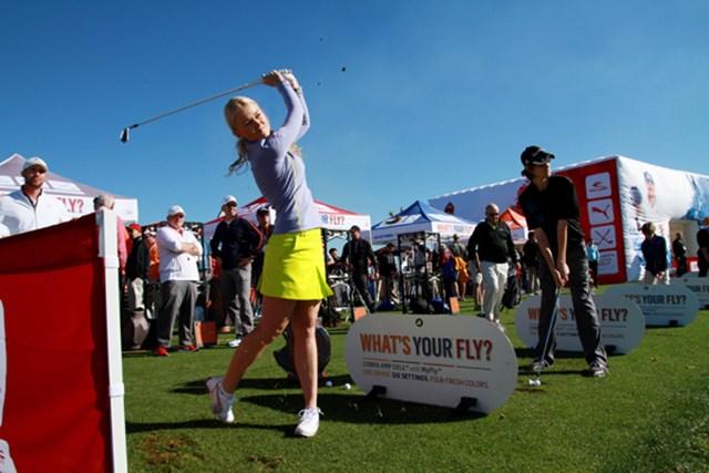 ギアニュース 2013年 PGAマーチャンダイスショー デモデー NO.01 広大な円形練習場から、黙々と最新ギアを試すゴルファーたち