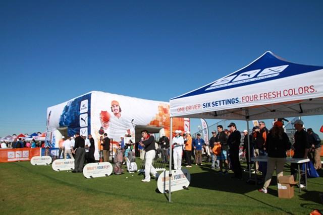 ギアニュース 2013年 PGAマーチャンダイスショー デモデー コブラ・プーマのブースはリッキー・ファウラーが中心