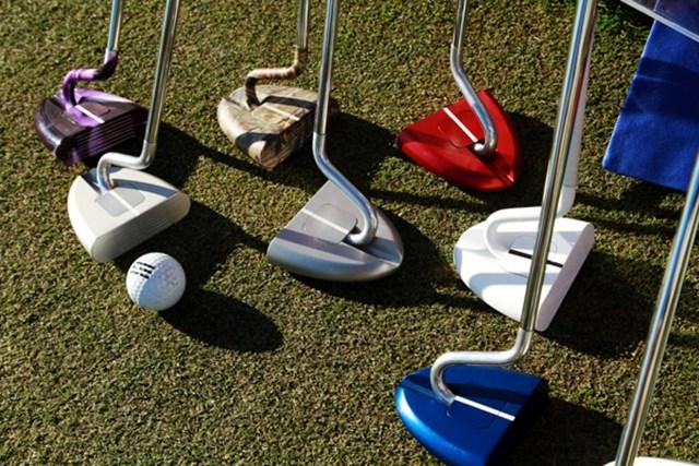 ギアニュース 2013年 PGAマーチャンダイスショー デモデー パール(Pearl)パター。ライ角を自在に調整できるパター。ヘッド形状にバリエーションは少ない欠点をデザインの豊富さでカバー