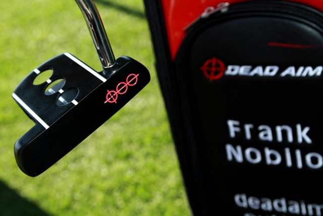 ギアニュース 2013年 PGAマーチャンダイスショー デモデー クリップをつけレーザー光線発光装置を載せると、アドレス時にフェースがどこを向いているか正確にわかる仕組みになっている