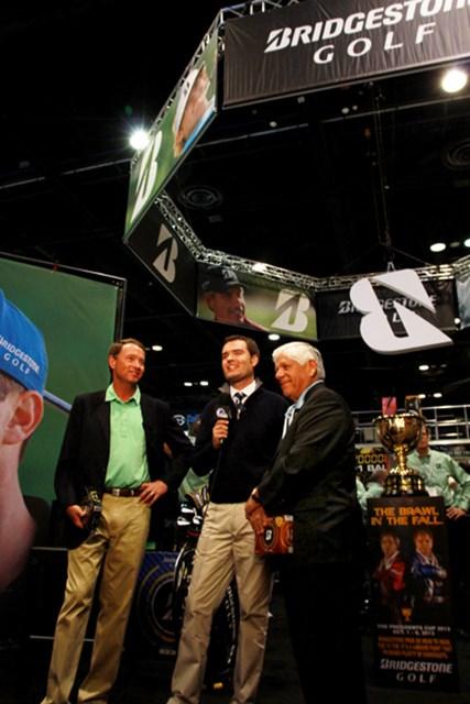 デービス・ラブとリー・トレビノがTVのインタビューに答える。クーチャーやスネデカーなど、若手の契約選手もツアーで大活躍している