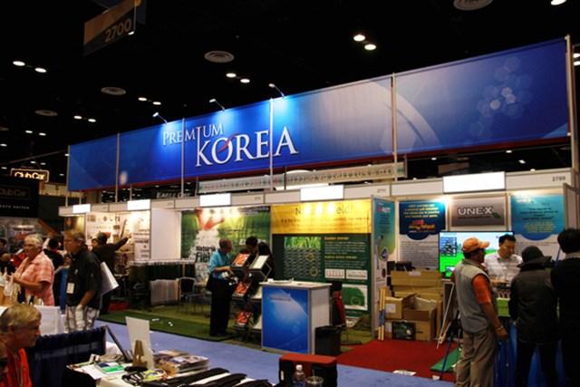 韓国の中小メーカーが軒を並べる韓国メーカーがまとまってバナーを上げていた。広い会場で効率的な宣伝がなされていた。