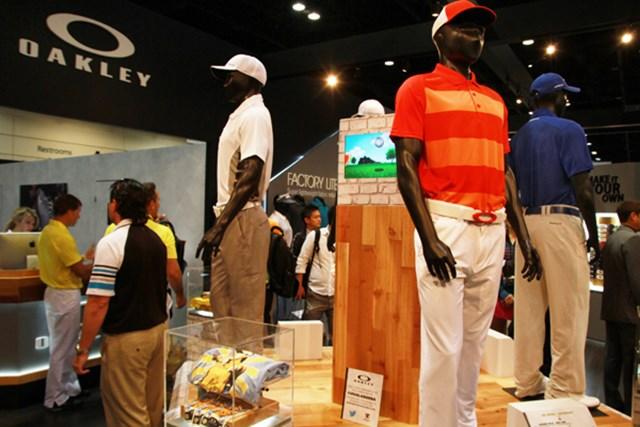 オークリー=サングラスメーカーと思っていたら、今やシャツやシューズもあるアパレルの総合ブランドに成長。今年からババ・ワトソンとザック・ジョンソンが契約!