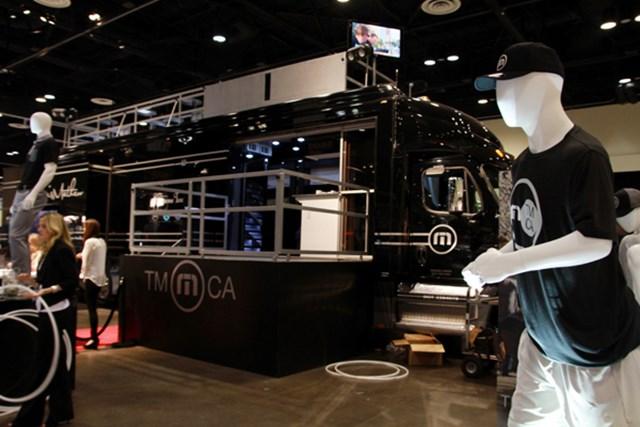 トラビスマシュー=新興のアパレルメーカーではもっとも勢いのいいブランド。いつも巨大トラックを持ち込んでプロモーションに力を入れている