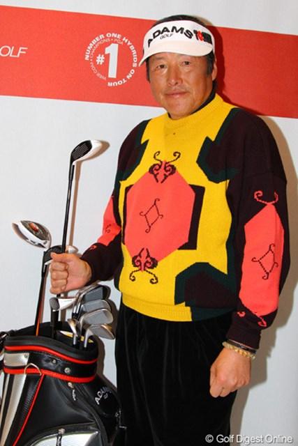 2013年 ジャパンゴルフフェア 尾崎将司 ニュークラブを手に今年もレギュラーツアーで優勝目指すよと笑顔。