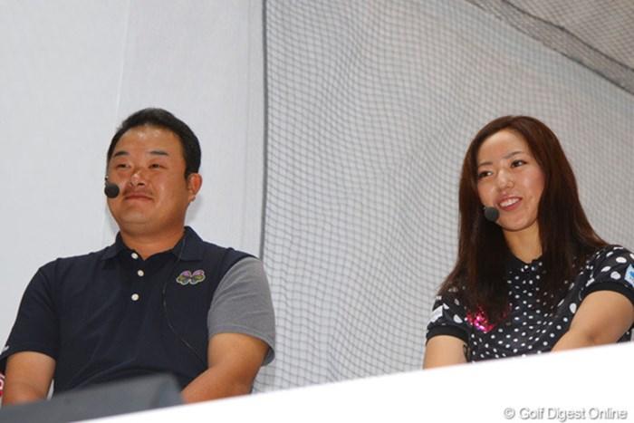 今季から本間ゴルフと契約した2人がトークショーに挑んだ 2013年 ジャパンゴルフフェア 小田孔明 笠りつ子