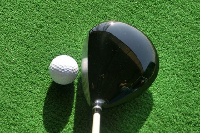新製品レポート 本間ゴルフ ツアーワールド TW717 460レディス ドライバー No.2 男性用と同設計のクラブヘッド、塊感のある重厚さを醸し出している。