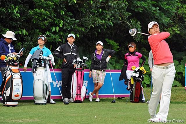 2013年 ダイキンオーキッドレディスゴルフトーナメント 事前情報 宮里美香 地元沖縄県出身の宮里美香は同郷の後輩3人と練習ラウンドを行った