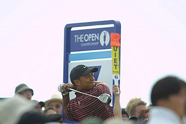 2003年 全英オープン 最終日 タイガー・ウッズ 勝負をかけドライバーを使用したT.ウッズ(写真/BEYONDSHIP)