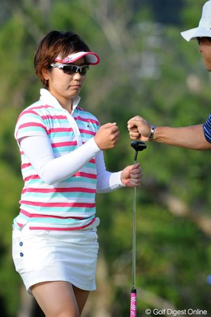 2013年 ダイキンオーキッドレディスゴルフトーナメント 初日 比嘉真美子 地元での開幕戦にミスカート姿を披露した比嘉真美子