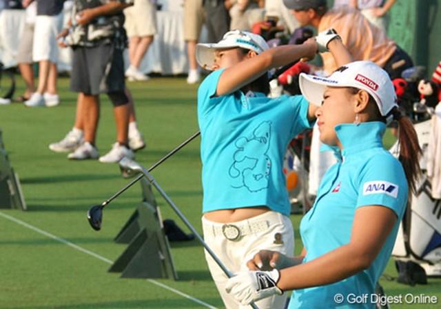 2007年 全米女子オープン 初日 宮里藍 横峯さくら スタート前の練習場では、藍とさくらが並んで練習を行った