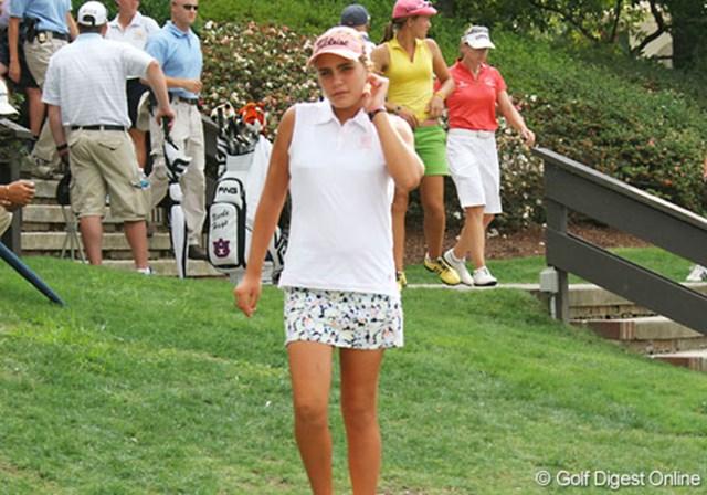 2007年 全米女子オープン 初日 アレクシス・トンプソン 12歳のトンプソンは、スタート後1ホールでサスペンデッド。明日に向け、少しでもホールを消化したいところだ