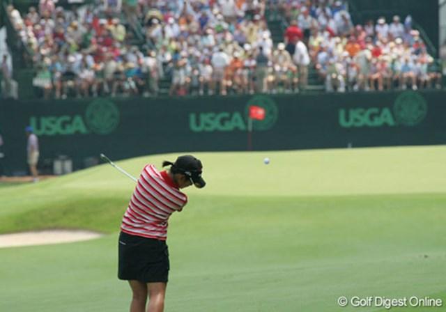 2007年 全米女子オープン 最終日 宮里藍 メインスタンドへ向けて打ち下ろす18番の第2打を放つ宮里藍