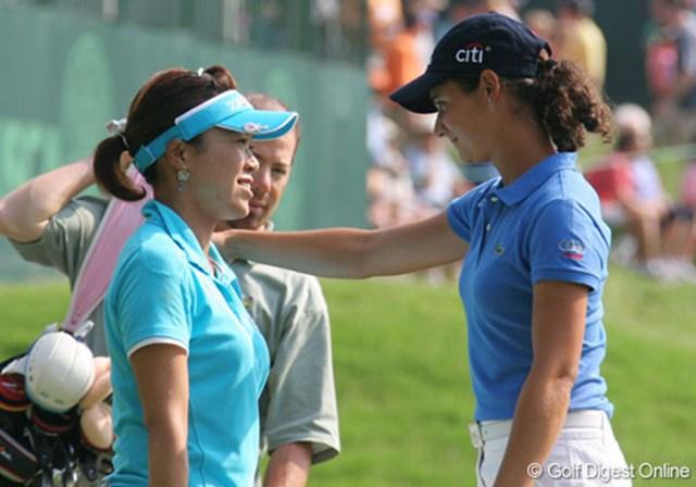 2007年 全米女子オープン 最終日 大山志保 ロレーナ・オチョア 第3ラウンドを一緒に回った大山志保とロレーナ・オチョア。「ロレーナは人間的にも尊敬できる」と大山
