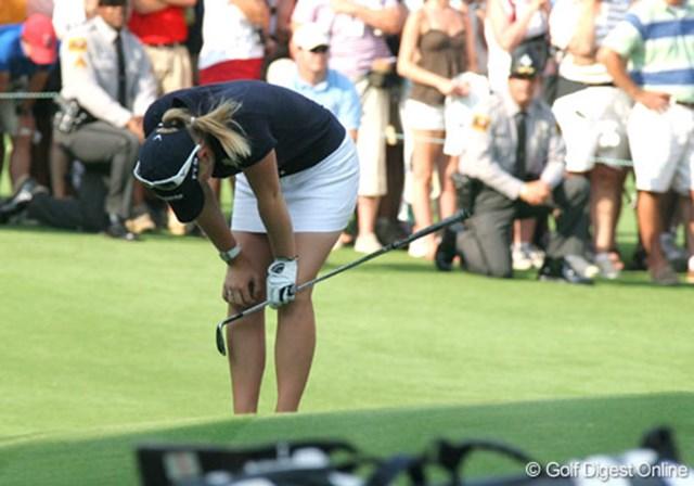 2007年 全米女子オープン 最終日 モーガン・プレッセル 最終ラウンドで崩れたモーガン・プレッセル。18番のアプローチを反対側のバンカーに入れ、うなだれる