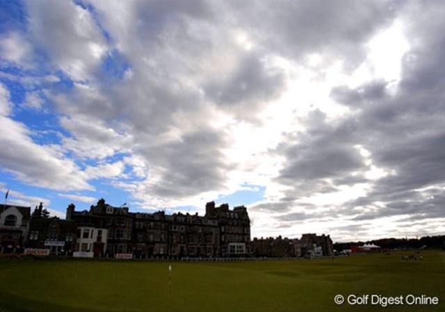 2007年 全英リコー女子オープン 初日  不動裕理がホールアウトした午後7時。昼間の青空は序々に厚い雲に覆われだした。明日以降の天候が少し心配だ (c)RICOH リコーデジタルカメラ Caplio GX100で撮影しました
