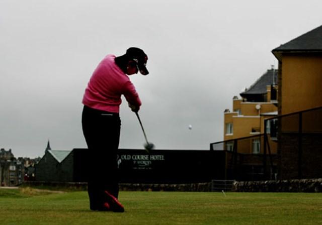 2007年 全英リコー女子オープン 最終日 宮里藍 まさか!宮里藍が17番ティショットでOB2連発。このショットは1打目だが、完全にホテル方向にボールが飛び出している