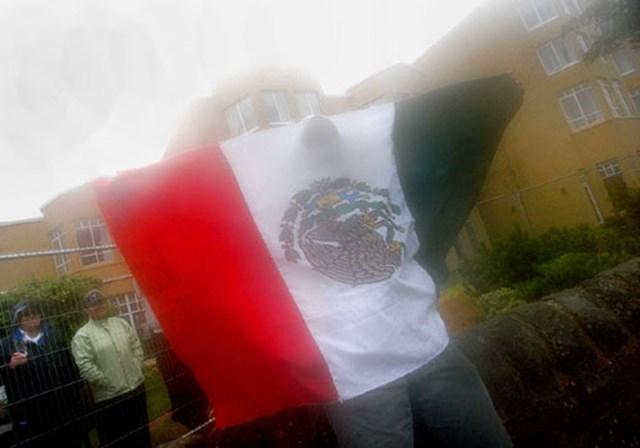 2007年 全英リコー女子オープン 最終日 L.オチョアのファン 17番でロレーナ・オチョアに大きな声援。オチョアが振り向くとメキシコ国旗を広げたファンが大声を上げていた (c)RICOH リコーデジタルカメラ Caplio GX100で撮影しました