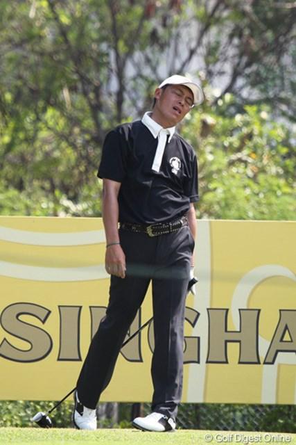 2013年 タイランドオープン 初日 上田諭尉 16番でティショットを右に曲げがっくりと肩を落とす