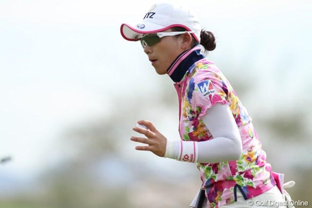 2013年 RRドネリー LPGA ファウンダーズカップ 2日目 有村智恵 17番ではファーストパットを2mオーバーしたものの、「気持ちのいいパットが打てた」。返しも入れてパーで切り抜けた。